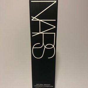 Nars natural radiant foundation